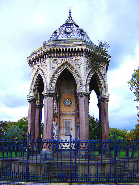 Baroness Burdett Coutts Drinking Fountain, Victoria Park, Tower Hamlets, London. 20 October 2005. Photographer: Fin Fahey.