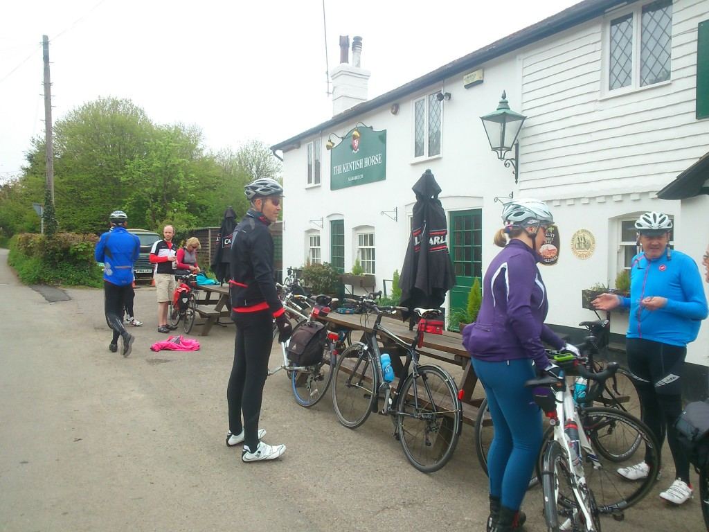 Snacking in markbeech and gathering energy for Ashdown Forest and Kidds Hill